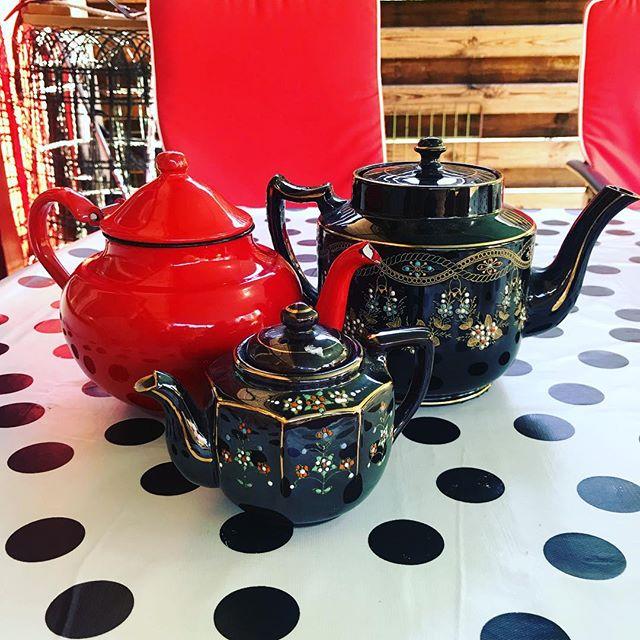 Nu har jag tre te-kannor. Rimligt.