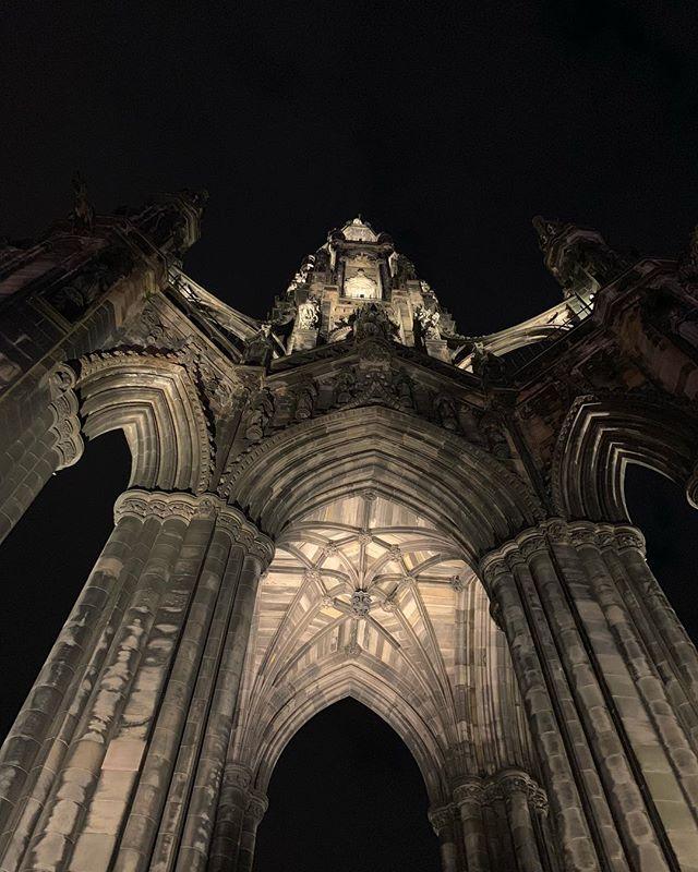 """Några bilder från vår ankomst till Edinburgh igår. Angående det där med att """"sova länge för att barnen inte är med""""; det funkar inte. Visserligen en timme tidsskillnad, men åtta/nio vaknade vi idag. Missade inte ens hotellfrukosten."""