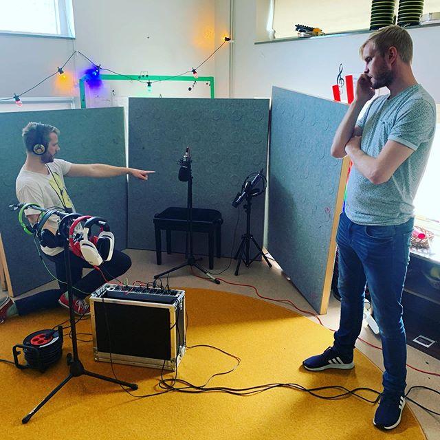 Spelar in barnens egna låtar på Öster 1 i Malmö. #förskola #malmö #språkvecka